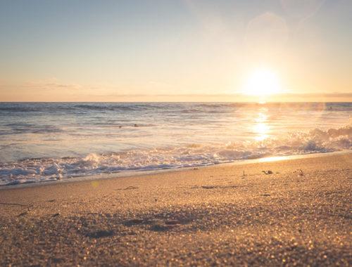 praia ao por do sol